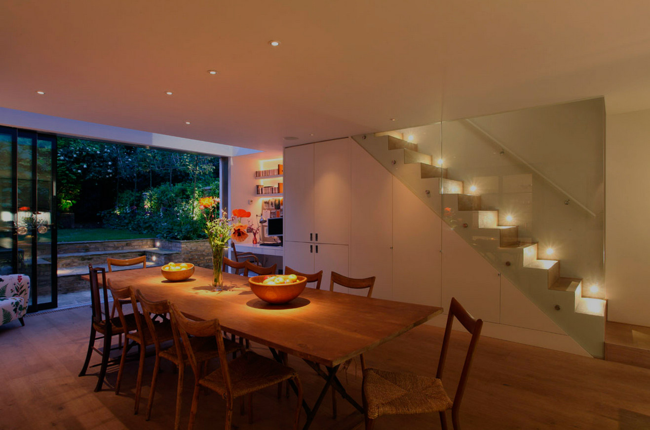 recessed-lighting-over-dining-room-table